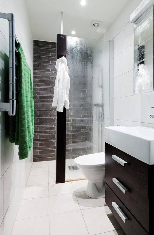 Beautiful Small Black And White Shower Idea For Your Small Bathroom