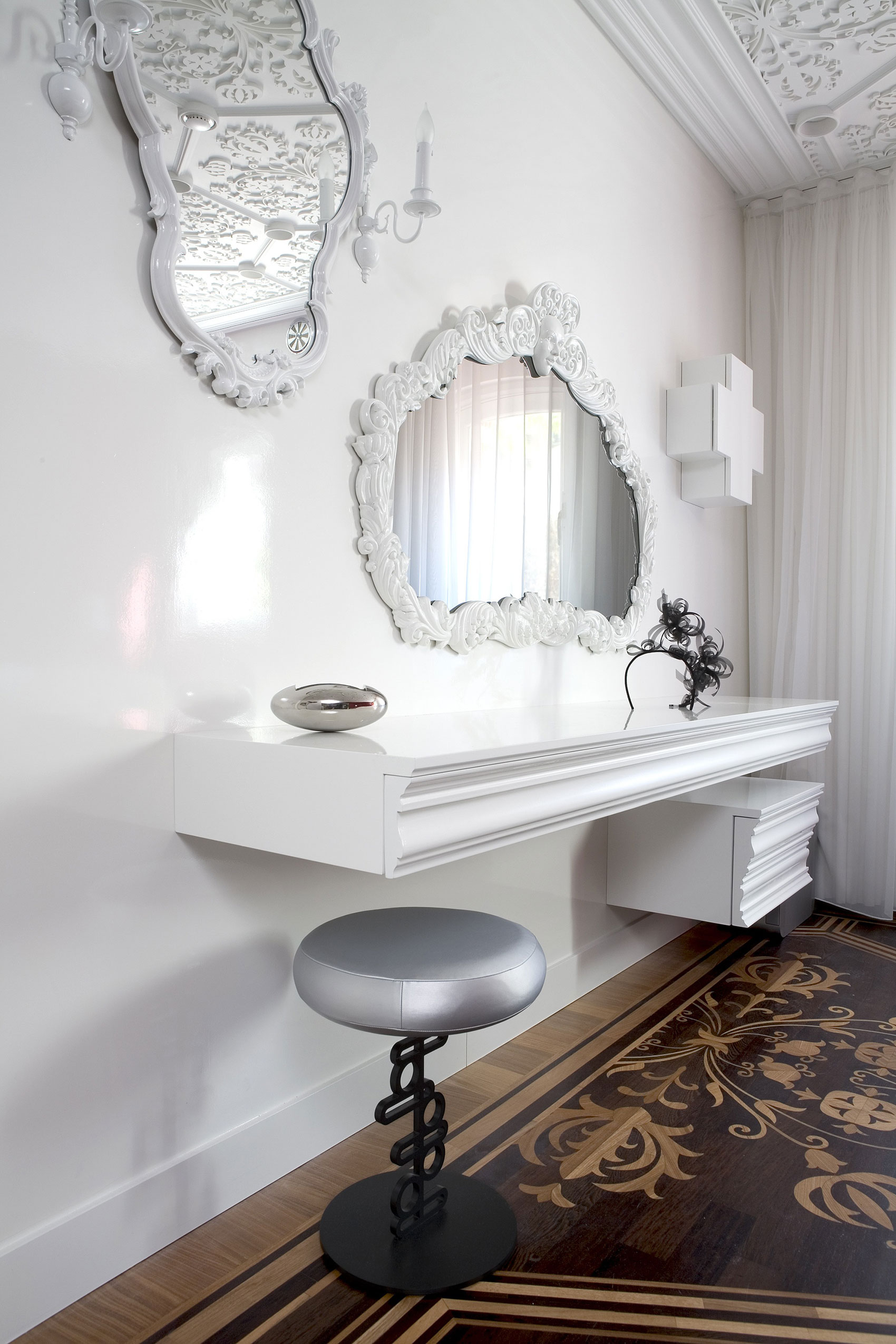 Antique Framed Mirror Home Decoration Idea Small White Vanity Table