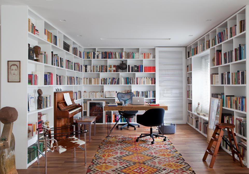 Build A Big Library Of Books In Your Home | image source: www.pics.design