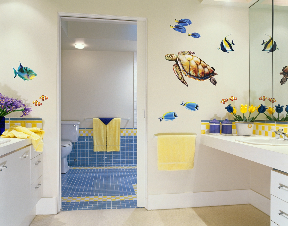 Bathroom wall art sea - Fabulous Kids Bathroom Design Idea With Sea World Theme Kids Bathroom Decor Ideas