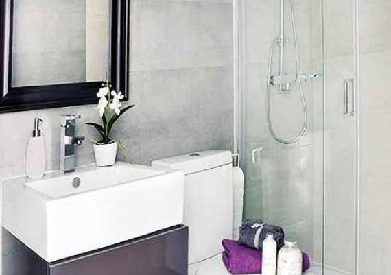 White And Purple Small Bathroom Idea For Your Home