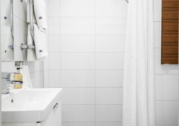 Simple And Modern Small Bathroom For Your Home
