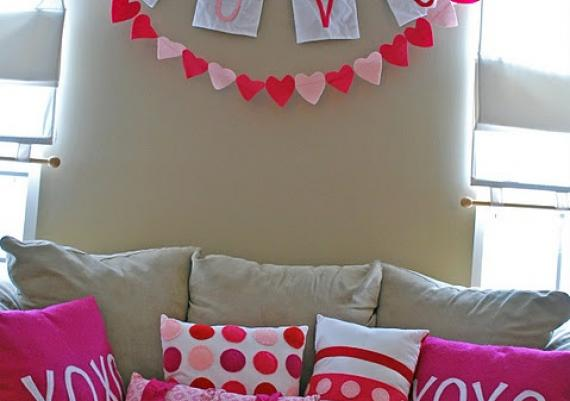 Modern And Romantic Living Room Decorating Valentine's Day Idea