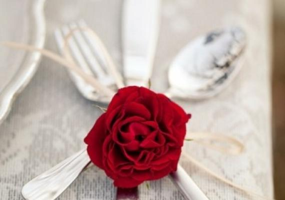 A Different Way To Decorate Your Table On Valentines Day