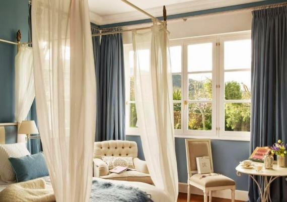 Beautiful Bedroom With Blue And White With Baldachin Bed