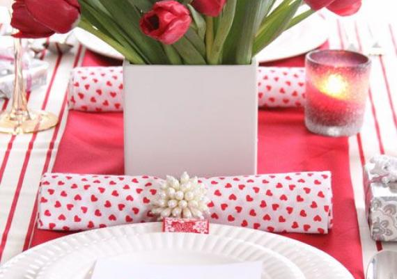 Beautiful Valentine's Day Table Decor