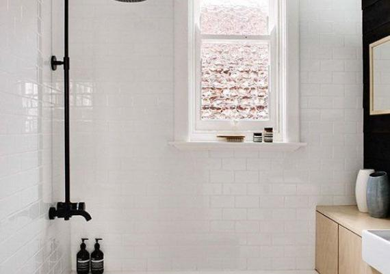 Clever Renovating Ideas for a Small Bathroom