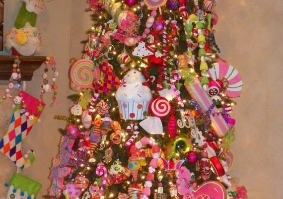 Creative Sweet Treats Christmas Tree Idea