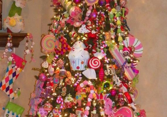 Creative Sweet Treats Christmas Tree Idea