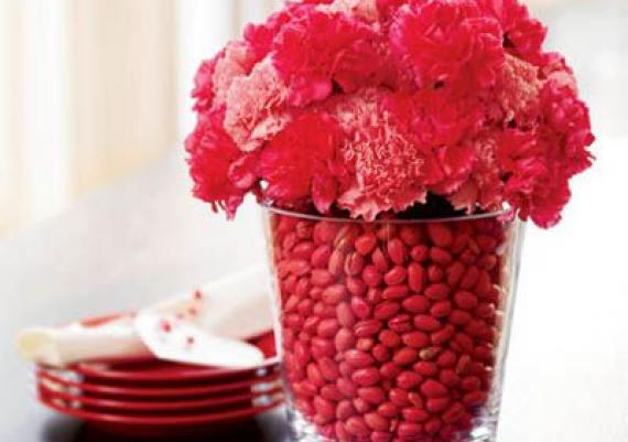Easy DIY Valentine's Day Centerpiece