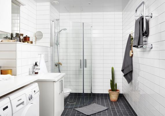 Fabulous Grey And White Tiles For Your Contemporary Bathroom