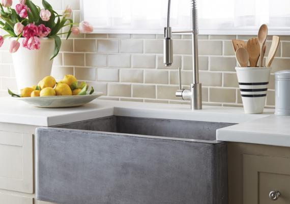 Big And Comfortable Farmhouse Sink