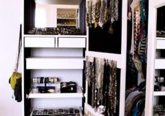 Luxurious Walk In Closet Traditional-closet