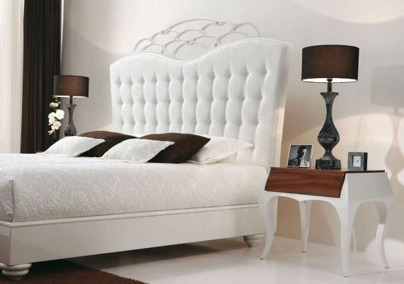 Romantic Beauty Bedroom With White Headboard